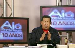<p>Foto de archivo: el presidente venezolano, Hugo Chávez, habla durante su programa semanal 'Alo Presidente' en Caracas, mayo 28 2009. REUTERS/Juan Carlos Solorzano/Miraflores Palace/Handout</p>