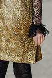 <p>Roupa do estilista Christian Lacroix parte da coleção prêt-à-porter feminino para o inverno 2009 em Paris. 08/03/2009. REUTERS/Jacky Naegelen</p>