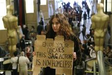 <p>Actress Lisa Lee carries a sign inside the Kodak Theatre protesting the ongoing contract talks between the Screen Actors' Guild and Hollywood's major studios as preparations continue for the 81st Academy Awards in Hollywood, California, February 20, 2009. REUTERS/Lucas Jackson</p>