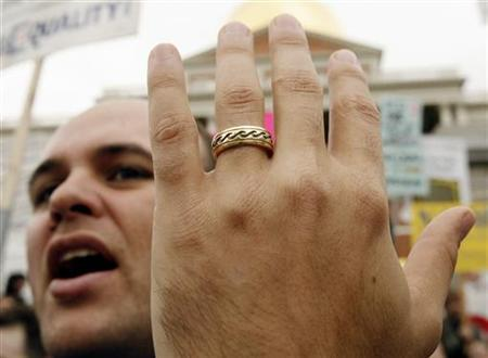 Gay marriage supporter Josh Drew shows off his wedding ring outside the Massachusetts State House in Boston November 9, 2006. REUTERS/Brian Snyder