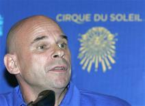 <p>Guy Laliberte, fundador do Cirque du Soleil, anuncia sua viagem ao espaço em coletiva de imprensa. Ele disse que estará realizando um sonho de infância. REUTERS/Alexander Natruskin</p>