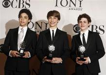 <p>David Alvarez, Trent Kowalik e Kiril Kulish ganham 10 prêmios Tony em Nova York. 07/06/2009. REUTERS/Lucas Jackson</p>