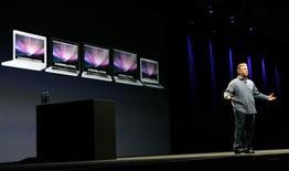 <p>Vice-presidente da Apple Philip Schiller faz anúncio de notebooks em conferência da companhia, em San Francisco.</p>