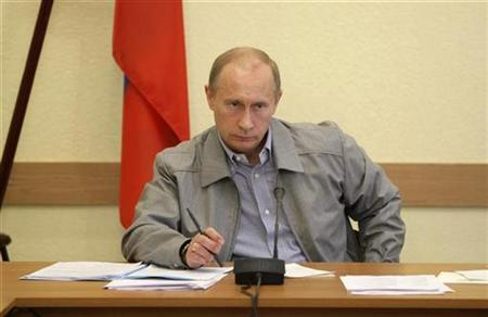 Russian Prime Minister Vladimir Putin chairs a meeting in the town of Pikalyovo, in Leningrad region, about 270 kilometres (168 miles) from Russia's northern city of St.Petersburg, June 4, 2009. REUTERS/RIA Novosti/Pool/Alexei Nikolsky