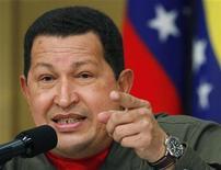 <p>Президент Венесуэлы Уго Чавес на пресс-конференции в Токио7 апреля 2009 года. Возможно, не самое приличное слово, обозначающее мужские гениталии, которым глава государства назвал мобильный телефон, и найдет негативный отклик во многих странах, но в Венесуэле подобные высказывания - часть имиджа президента Уго Чавеса. REUTERS/Yuriko Nakao</p>