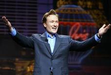 """<p>Imagen de archivo del presentador de televisión Conan O'Brien en un evento en Las Vegas, Nevada, 5 ene 2005. Conan O'Brien dominó la televisión nocturna en su primera semana como animador de """"The Tonight Show"""", pero los televidentes lo fueron abandonando al ir pasando los días, según mostraron cifras completas de audiencia dadas a conocer el jueves. REUTERS/Mike Blake/Archivo</p>"""