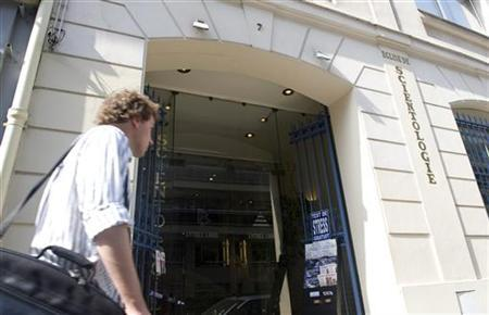 A man passes by the entrance to the Church of Scientology in Paris May 25,2009. REUTERS/Gonzalo Fuentes