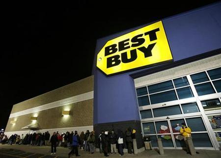 People wait in line before a 5 a.m. ''Black Friday'' opening at the Best Buy store in Westbury, New York, November 28, 2008. REUTERS/Shannon Stapleton