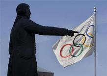 <p>A statue of famed English mariner Captain George Vancouver frames the Olympic flag flying outside city hall in Vancouver, British Columbia February 18, 2009. REUTERS/Andy Clark</p>