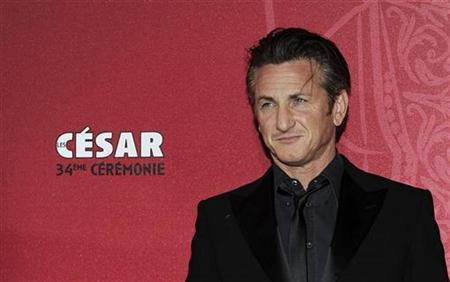 Actor Sean Penn arrives at the 34th French film Cesar Awards ceremony in Paris February 27, 2009. REUTERS/Gonzalo Fuentes