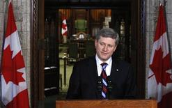 <p>Canada's Prime Minister Stephen Harper pauses while speaking during a news conference in the foyer of the House of Commons on Parliament Hill in Ottawa June 17, 2009. REUTERS/Chris Wattie</p>