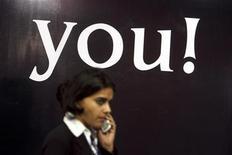 <p>India, utenti cellulari aumenteranno di oltre il 90% entro 2013. REUTERS/Arko Datta</p>