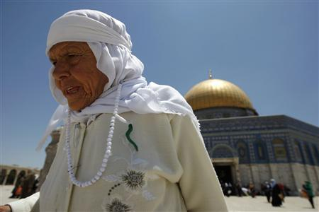 A Palestinian woman walks in front of the Dome of the Rock on the compound known to Muslims as al-Haram al-Sharif and to Jews as Temple Mount in Jerusalem's Old City June 18, 2009. REUTERS/Ammar Awad