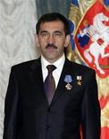 <p>Президент Ингушетии Юнус-Бек Евкуров позирует для фотографии в Москве 20 мая 2009 года. Президент Ингушетии Юнус-Бек Евкуров в тяжелом состоянии находится в реанимации после покушения, сообщило агентство РИА Новости со ссылкой на источник в силовых структурах. REUTERS/RIA Novosti/Files</p>