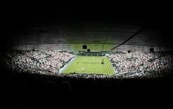 <p>Fãs de tênis poderão acompanhar as partidas em Wimbledon usando um aplicativo para celulares desenvolvido pela IBM, que, segundo a companhia, pode transformar o modo com o qual os expectadores acessam a informação em eventos esportivos.</p>