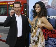 <p>Matthew McConaughey e la fidanzata Camilla Alves nell'aprile scorso a Hollywood. REUTERS/Mario Anzuoni</p>