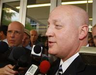 <p>National Hockey League Deputy Commissioner Bill Daly talks with the media after a full day in Federal Bankruptcy Court in Phoenix, Arizona, May 19, 2009. REUTERS/Rick Scuteri</p>