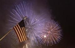 <p>Fireworks illuminate the sky next to a U.S. national flag at the new U.S. embassy during its opening ceremony in Berlin July 4, 2008. REUTERS/Tobias Schwarz</p>