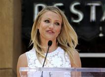 <p>Cameron Diaz speaks at a ceremony where the actress receives a star on the Hollywood Walk of Fame in Los Angeles June 22, 2009. REUTERS/Phil McCarten</p>