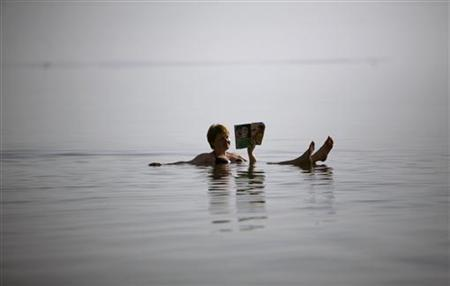 A woman floats in the Dead Sea in Ein Bokeq November 27, 2008. REUTERS/Eliana Aponte
