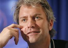 <p>Chris DeWolfe, co-fondateur de MySpace. Les réductions drastiques d'effectifs décidées par le site communautaire, propriété du groupe News Corp, ne représentent que la première étape d'une refondation indispensable pour relancer un réseau en perte de vitesse. /Photo prise le 30 janvier 2009/REUTERS/Denis Balibouse</p>