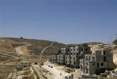 <p>Строящиеся дома в еврейском поселении на Западном берегу реки Иордан 18 июня 2009 года. Министерство обороны Израиля в понедельник одобрило строительство 50 домов в еврейских поселениях на Западном берегу реки Иордан в рамках запланированной экспансии в палестинской автономии. REUTERS/Baz Ratner</p>