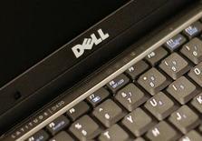 <p>Логотип Dell на ноутбуке компании в Нью-Йорке 26 августа 2008 года. Компания Dell Inc, второй по величине в мире производитель ПК, разрабатывает карманный аппарат для работы в интернете, сообщила газета Wall Street Journal со ссылкой на источники, знакомые с планами компании. REUTERS/Brendan McDermid</p>