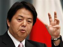 <p>Новый министр экономики Йосимаса Хаяси на пресс-конференции в Токио 1 августа 2008 года. Премьер-министр Японии Таро Асо назначил в среду Йосимасу Хаяси на должность министра экономики, лишив одного из трех министерских портфелей Каору Йосано, сообщила японская телерадиокомпания NHK REUTERS/Toru Hanai</p>