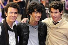 "<p>Kevin Jonas (L), Joe Jonas (C) and Nick Jonas of the Jonas Brothers arrive for the UK Premiere of their movie ""Jonas Brothers: The 3D Concert Experience"" at Leicester Square in central London May 13, 2009. REUTERS/Toby Melville</p>"