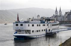 <p>The cruise ship 'Lady Anne' sits in dock in the town of Boppard November 26, 2008. REUTERS/Wolfgang Rattay</p>