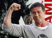 <p>Американский актер Сильвестр Сталлоне позирует перед фотографами в Мадриде 28 января 2008 года. Исторический календарь Рейтер знакомит с наиболее значительными событиями, произошедшими в мире 6 июля. REUTERS/Susana Vera</p>