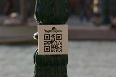 <p>Un logo di TagMyLagoon a Venezia. REUTERS/Ho</p>