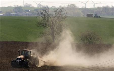 Farmers work with tractors on their fields near Prenzlau, north of Berlin April 21, 2009. REUTERS/Fabrizio Bensch