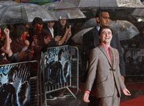 """<p>Daniel Radcliffe asiste al estreno mundial de """"Harry Potter y el Misterio del Príncipe"""" en la Plaza Leicester de Londres, 7 jul 2009. Probablemente fue uno de los estrenos más lluviosos del que se tenga memoria, pero eso no opacó el entusiasmo de los críticos con """"Harry Potter y el Misterio del Príncipe"""", la sexta película de la taquillera saga. REUTERS/Luke MacGregor (IMAGENES DEL DIA)</p>"""