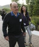 <p>Presidente da News Corp, Rupert Murdoch, comparece com sua esposa à conferência de mídia em Sun Valley. Murdoch afirmou nesta quarta-feira que não está interessado em comprar o site de microblogs Twitter.</p>