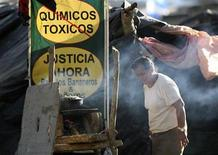 <p>A woman prepares food as she takes part in a protest by former banana plantation workers in front of the National Parliament in Managua February 27, 2008. REUTERS/Oswaldo Rivas</p>