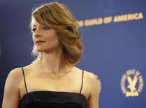 <p>Actress Jodie Foster poses at the 61st annual Directors Guild of America Awards in Los Angeles January 31, 2009. REUTERS/Mario Anzuoni</p>