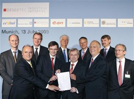 Members of the The Desertec Industrial Initiative (DII) Frank-Detlef Drake of RWE (L-R) , Udo Ungeheuer Chairman of the management board of Schott, Wolfgang Knothe of MAN, Rene Umlauft of Siemens, Caio Koch-Weser Vice Chairman of Deutsche Bank, Torsten Jeworrek of Munich Re, Juergen Lange of HSH Nordbank, Gerhard Knies, CEO of Desertec Foundation, Juergen Wild CEO of M+W Zander and Herve Touati of e.on pose with the Memorandum of Understanding before a news conference in Munich July 13, 2009. REUTERS/Michaela Rehle