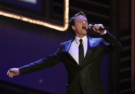 Host Neil Patrick Harris performs the closing number during the 63rd annual Tony Awards ceremony in New York, June 7, 2009. REUTERS/Gary Hershorn