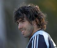 <p>Atacante argentino, Carlos Tevez acertou contrato com o Manchester City, informou o clube. REUTERS/Marcos Brindicci</p>