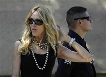 <p>Alana Stewart, best friend of late actress Farrah Fawcett, departs after Fawcett's funeral at the Cathedral of Our Lady of Angels in Los Angeles June 30, 2009. REUTERS/Mario Anzuoni</p>