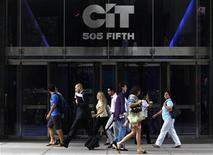 <p>Pedestrians walk past the Cit offices in New York, July 13, 2009. REUTERS/Brendan McDermid</p>