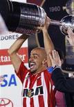 <p>Juan Sebastian Veron ha trascinato ieri l'Estudiantes alla vittoria della quarta Coppa Libertadores della sua storia. REUTERS/Washington Alves (BRAZIL SPORT SOCCER)</p>