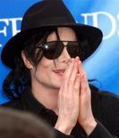 <p>Foto de arquivo do popstar Michael Jackson em Munique. 09/06/1999. REUTERS/Michael Kappeler/Arquivo</p>