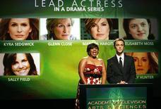 <p>Atriz Chandra Wilson e o ator Jim Parsons anunciam os indicados ao 61o Emmy em Hollywood. 16/07/2009. REUTERS/Mario Anzuoni</p>