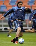 <p>Zlatan Ibrahimovic durante un allenamento. REUTERS/Bob Strong</p>