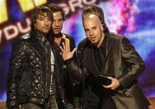 <p>Daughtry lead singer Chris Daughtry (R) and other band members speak after winning the award for favorite rock/pop band, duo or group at the 2008 American Music Awards in Los Angeles November 23, 2008. REUTERS/Mario Anzuoni</p>