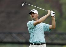 <p>Sean O'Hair of the U.S. watches his approach shot to the 14th hole during the first round at the Canadian Open golf tournament at Glen Abbey Golf Club in Oakville, Ontario, July 23, 2009. REUTERS/ Mike Cassese</p>