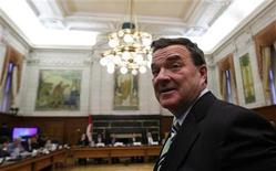 <p>Finance Minister Jim Flaherty waits to testify before the Commons finance committee on Parliament Hill in Ottawa June 16, 2009. REUTERS/Chris Wattie</p>