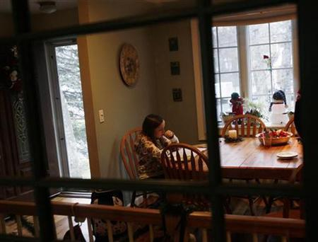 A girl does her homework at her home in Hampton Bays, New York December 16, 2008. REUTERS/Shannon Stapleton